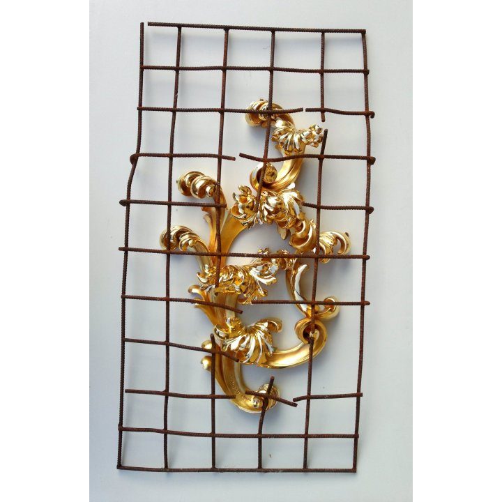 Egon Digon, Conquest, carved wood, gold leaf, steel mesh, sculpture