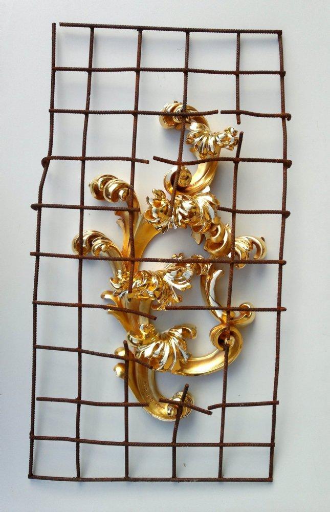 Egon Digon, Conquest, carved wood, gold leaf, steel mesh, sculpture