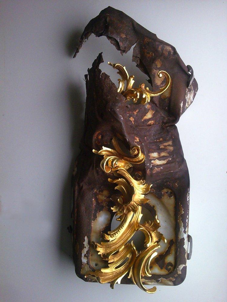 Egon Digon, Convivenza, carved wood, gold leaf, found metal object, sculpture