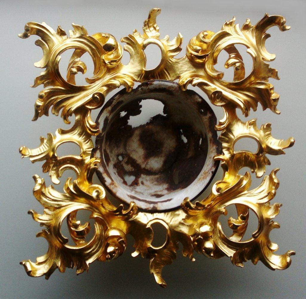 Egon Digon, Outside – Inside, carved wood, gold leaf, found object, sculpture